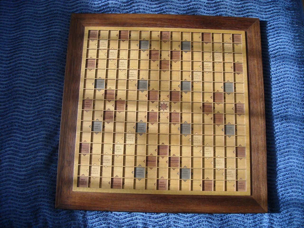 Scrabble en marqueterie