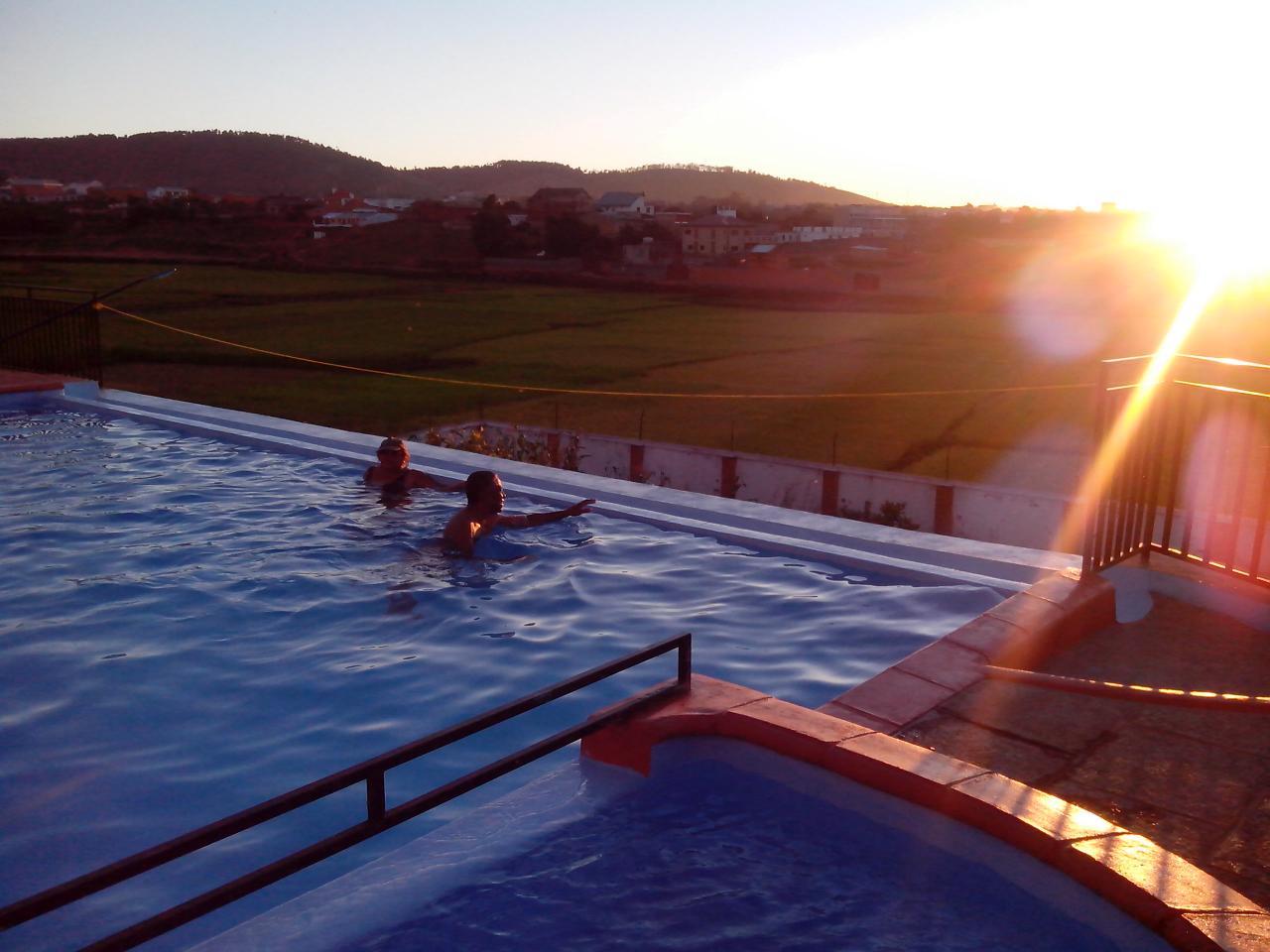 Le bain au coucher de soleil
